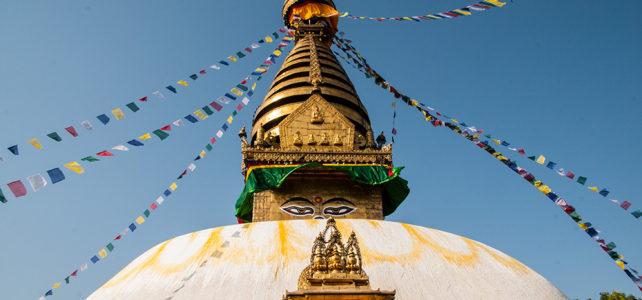 Hinauf zu den höchsten Bergen der Welt, in die turbulente Stadt Kathmandu und in die Tiefen der Terrai Ebenen
