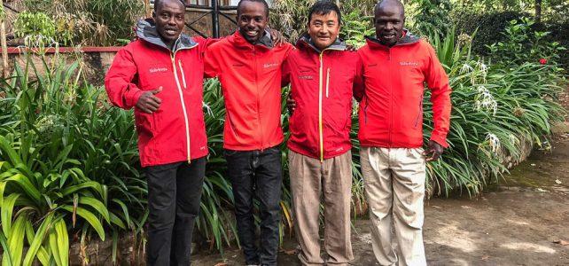Mingmar Sherpa auf dem Gipfel des Kilimanjaro