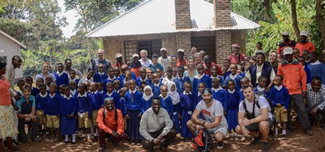 Eröffnung der Schulküche – eine gefreute Nachbarschaft am Kilimanjaro